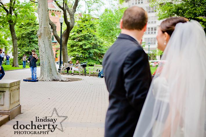 wedding couple in Rittenhouse Square