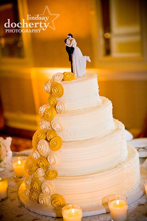 wedding cake at Radisson Warwick