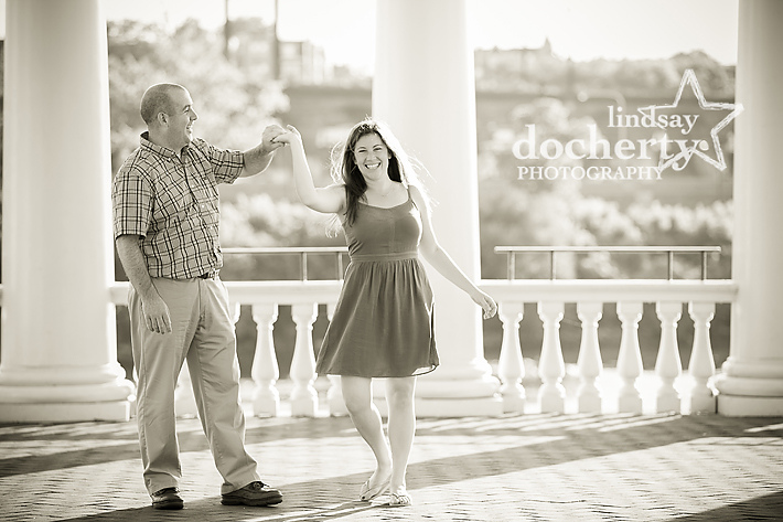 Philadelphia engagement pictures at the Art Museum