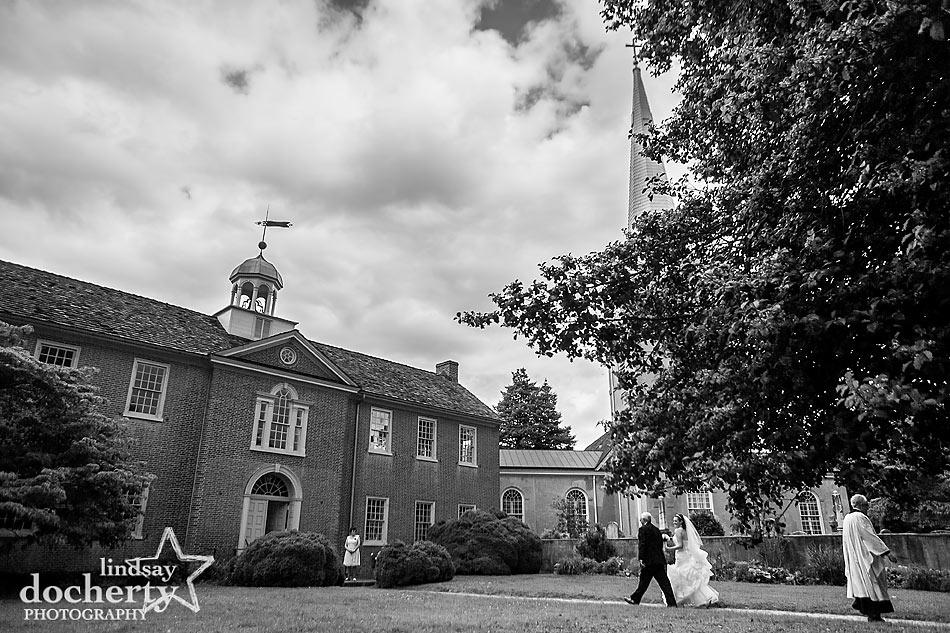 bride before ceremony at Immanuel Episcopal Church in Newark Delaware