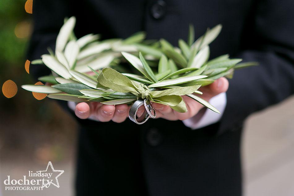 olive leaf ring holder