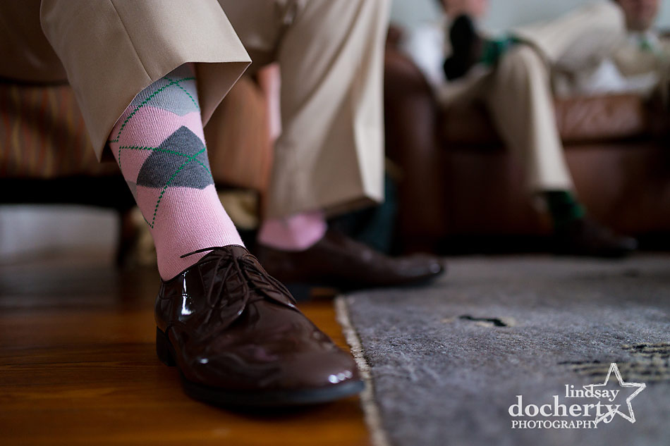 pink and grey argyle socks for the groomsmen