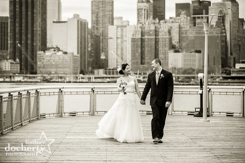 bride and groom pictures at Gantry State Park in NYC