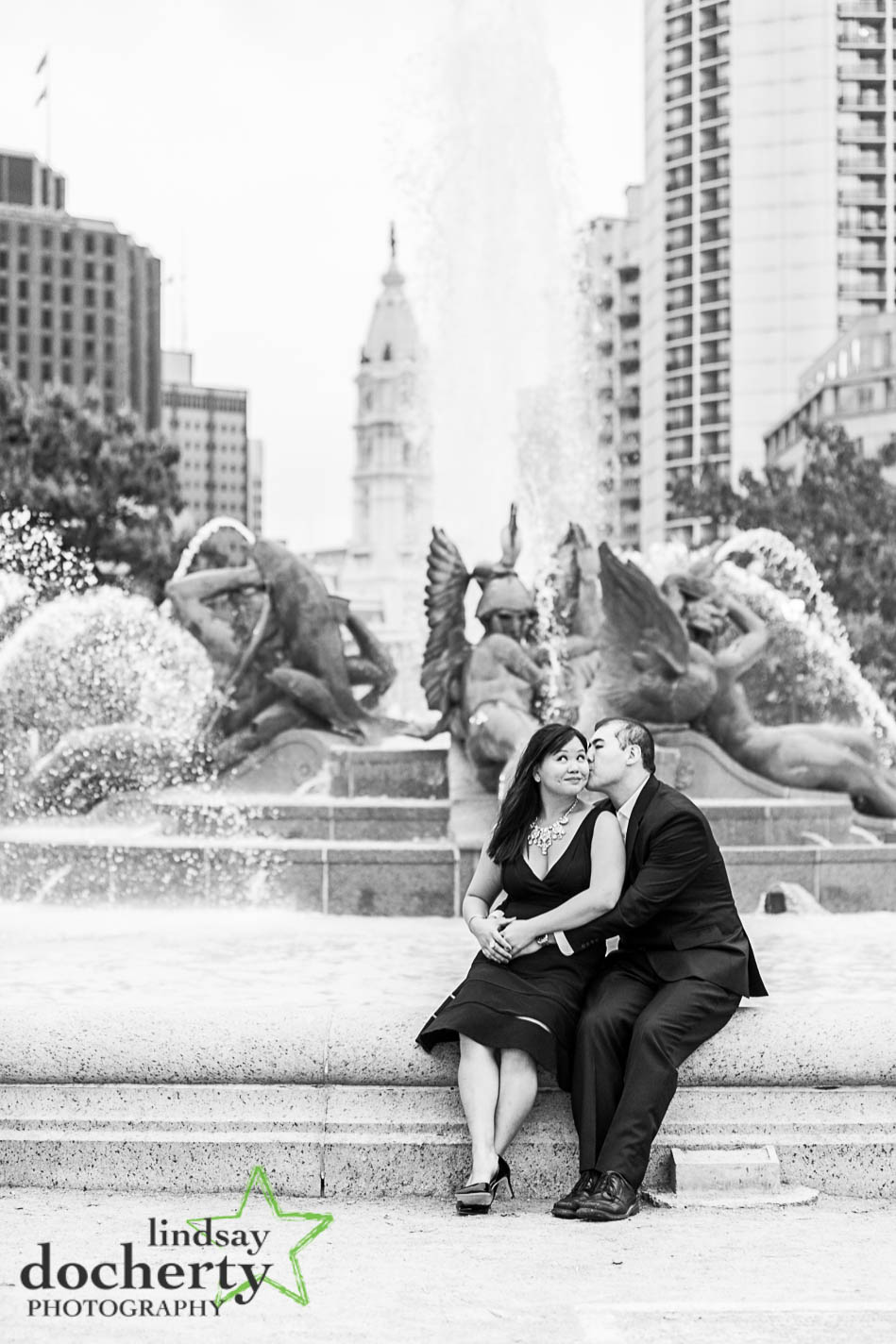 engagement pictures in Philadelphia Logan Square fountain
