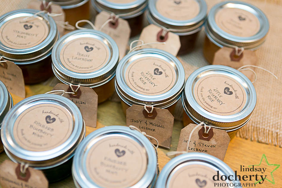 homemeade jam favors at wedding