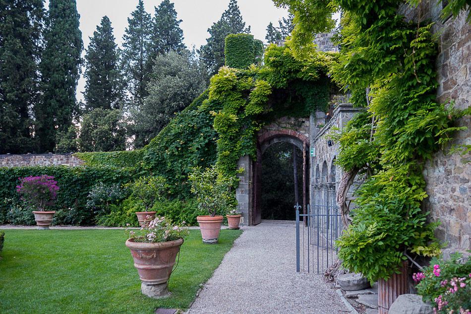 Italian-garden-on-wedding-day-at-Castello-di-Vincigliata