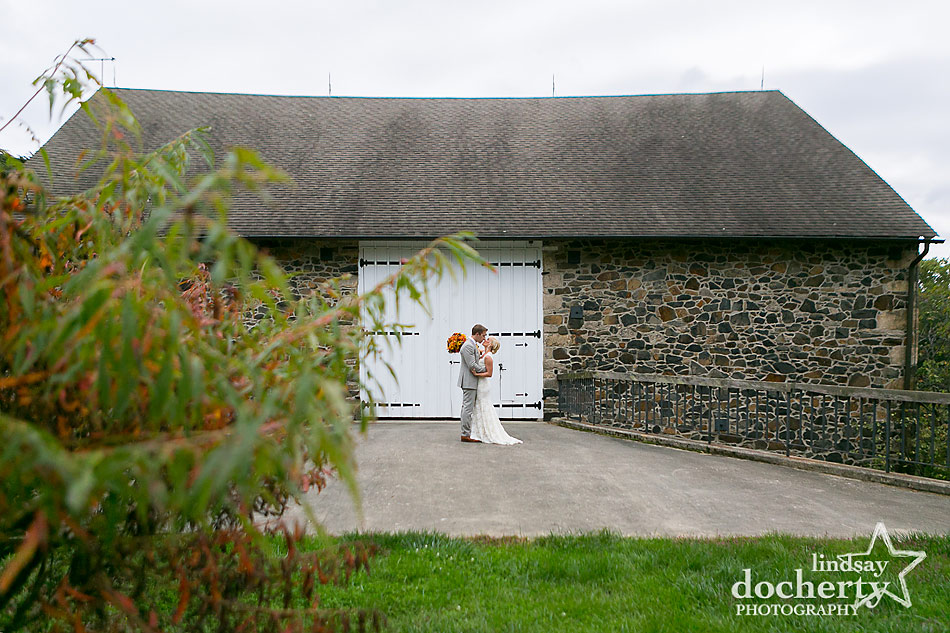 bride-and-groom-pictures-at-barn-at-fall-wedding-at-Tyler-Arboretum