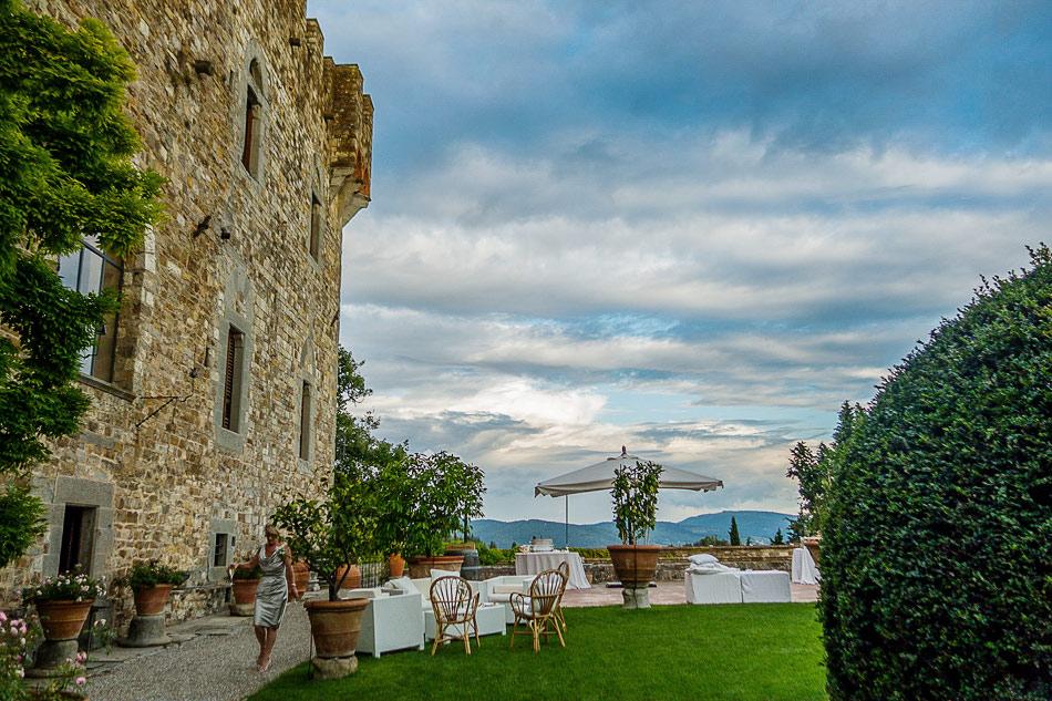 clouds-at-Castello-di-Vincigliata-on-wedding-day