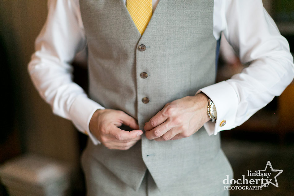 groom-in-grey-vest-and-yellow-tie-for-fall-wedding-at-Tyler-Arboretum