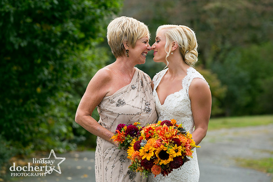 mother-and-daughter-pictures-at-fall-wedding-at-Tyler-Arboretum