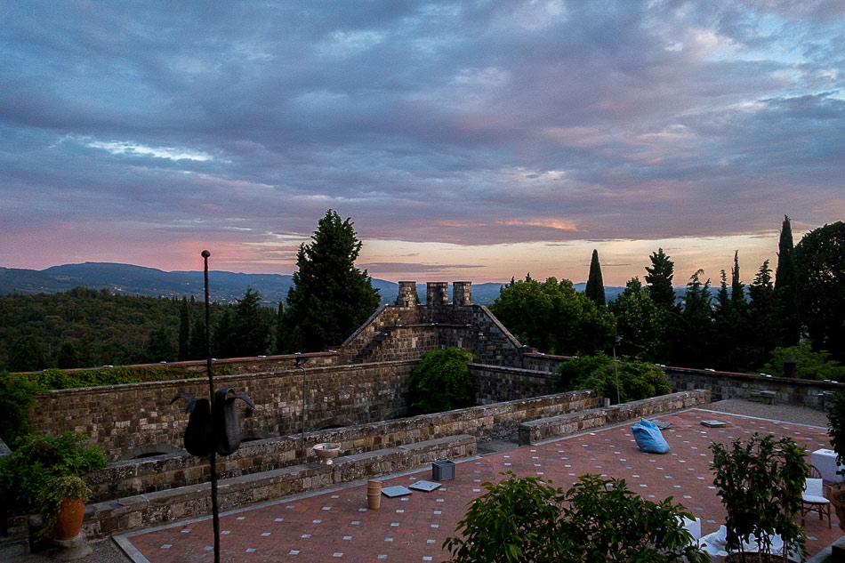 sunset-at-Castello-di-Vincigliata-on-wedding-day