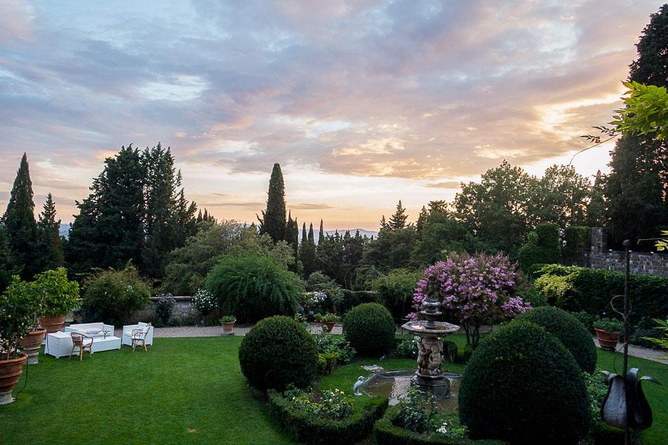 sunset-on-wedding-day-at-Castello-di-Vincigliata