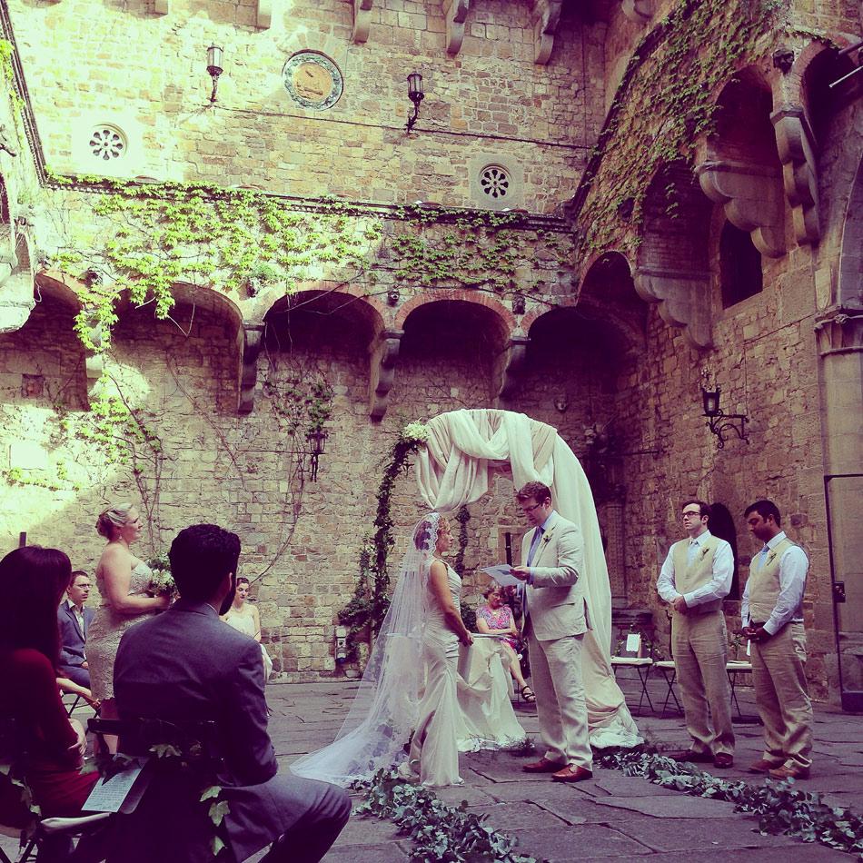 wedding-vows-during-Italian-wedding-in-the-round-at-Castello-di-Vincigliata