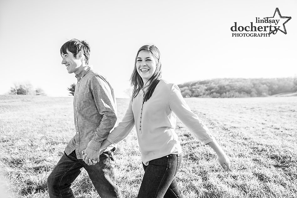 engagement-session-in-black-and-white-in-Delaware-State-park