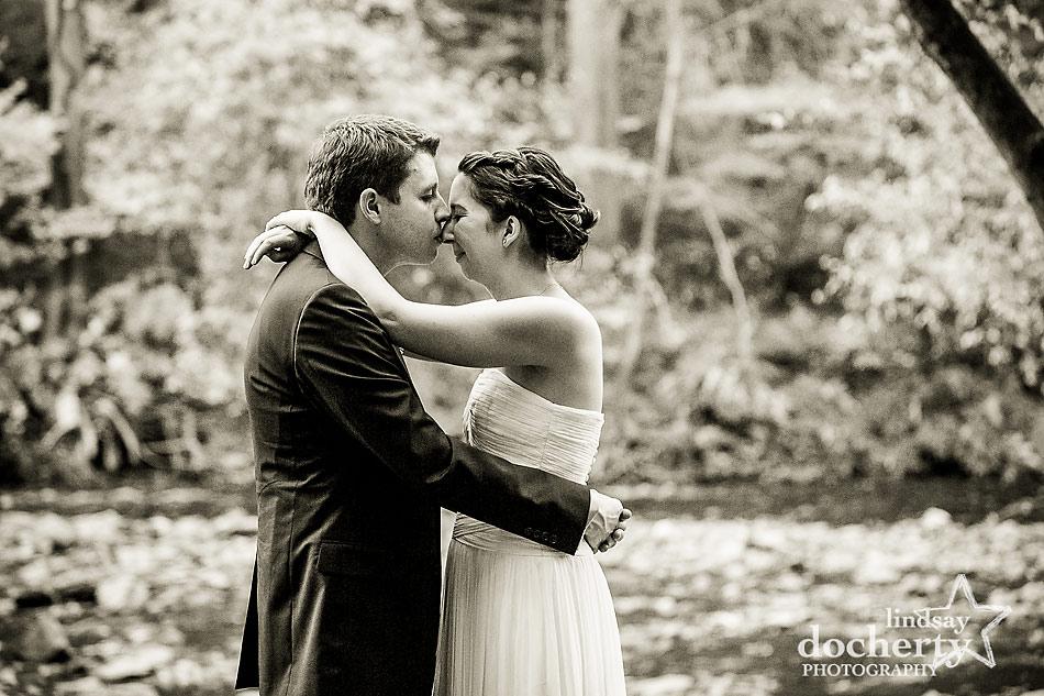 kiss-at-fall-Valley-Green-Inn-wedding-in-Philadelphia