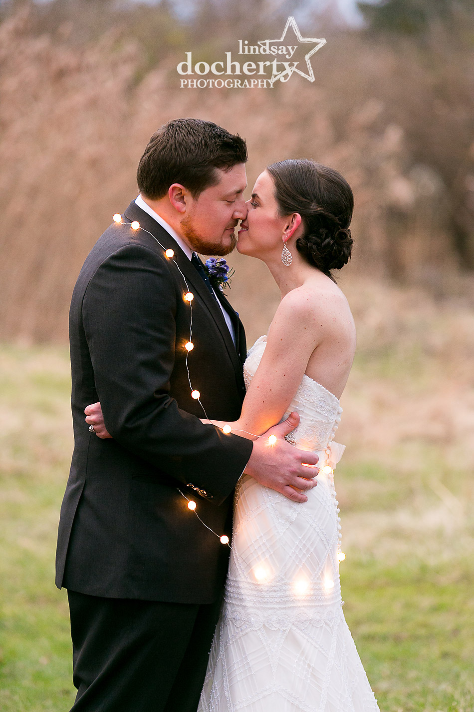 winter-wedding-with-bride-and-groom-and-lights