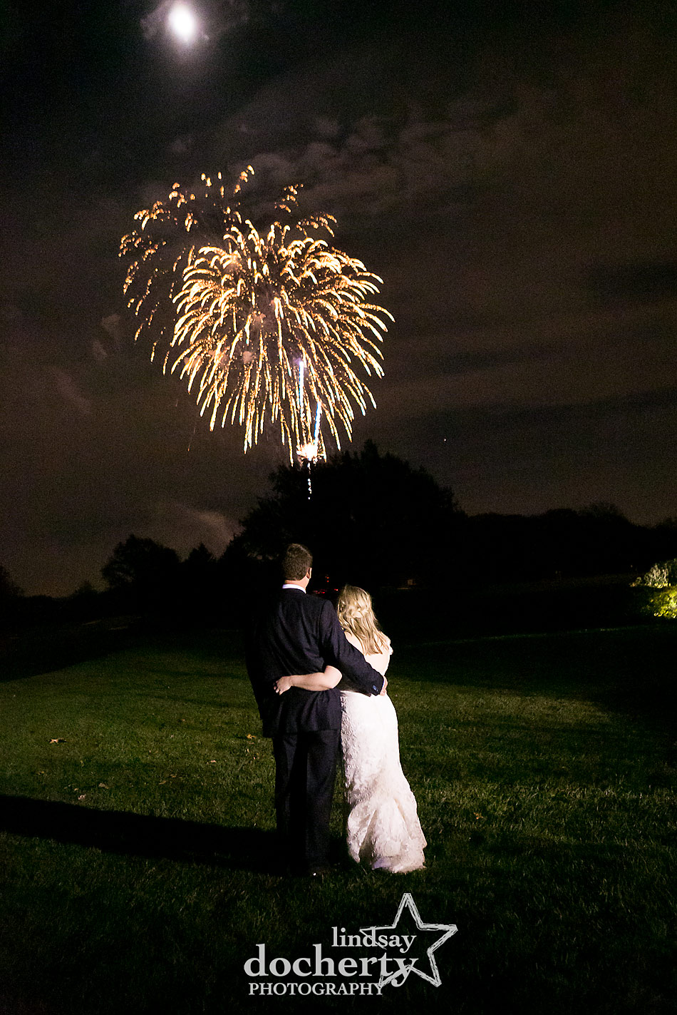 bride-and-groom-fireworks-at-wedding-at-Sunnybrook-Country-Club