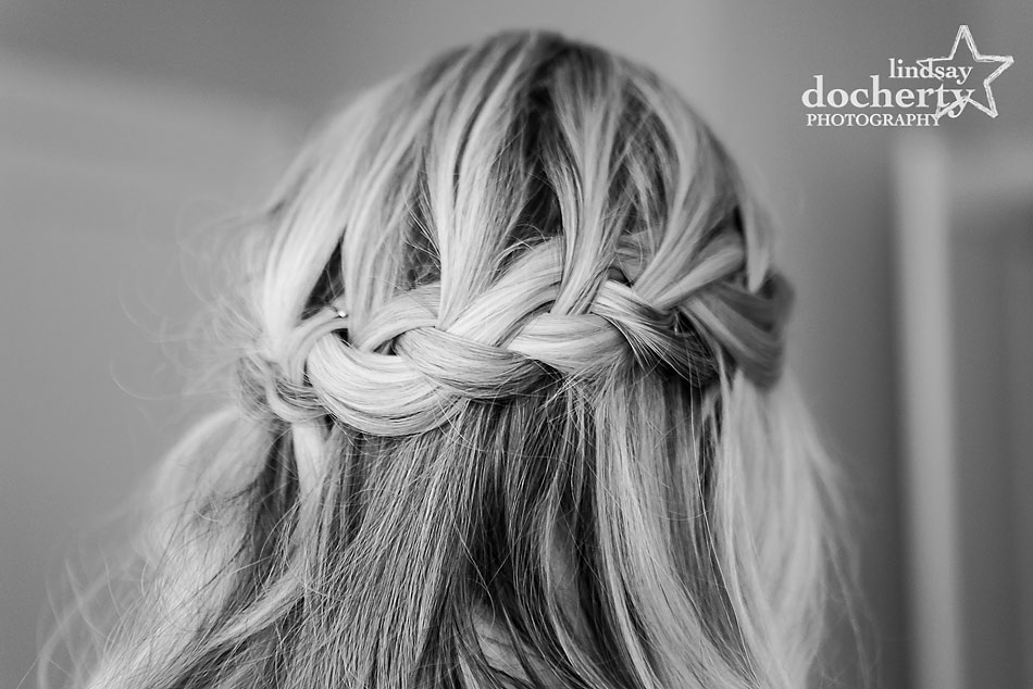 bride-with-loose-braid-on-wedding-day
