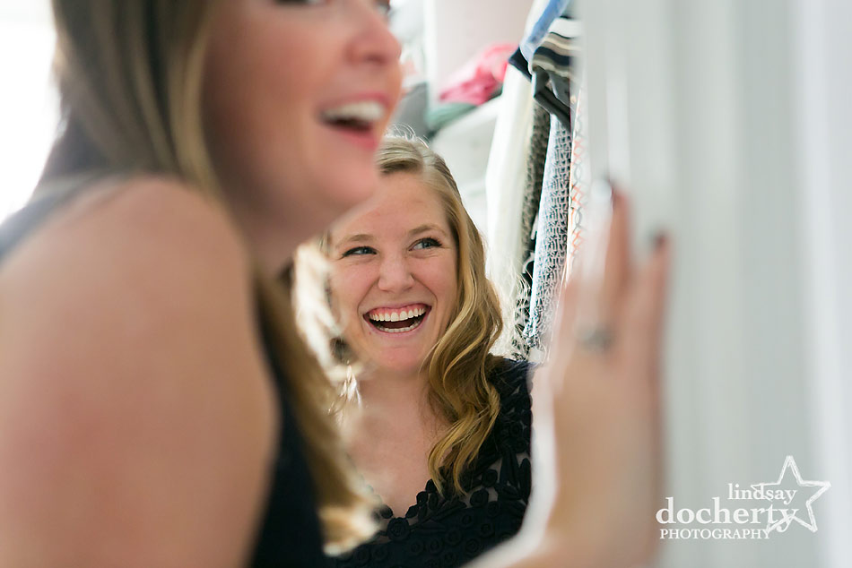 bridesmaids-laughing-before-wedding-ceremony