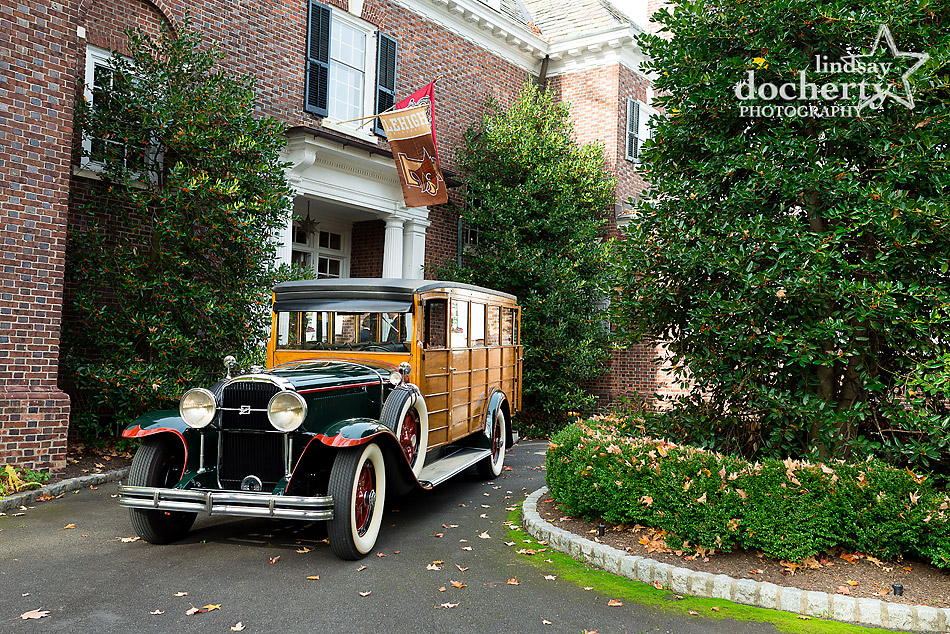 vintage-woodie-car-for-wedding-party