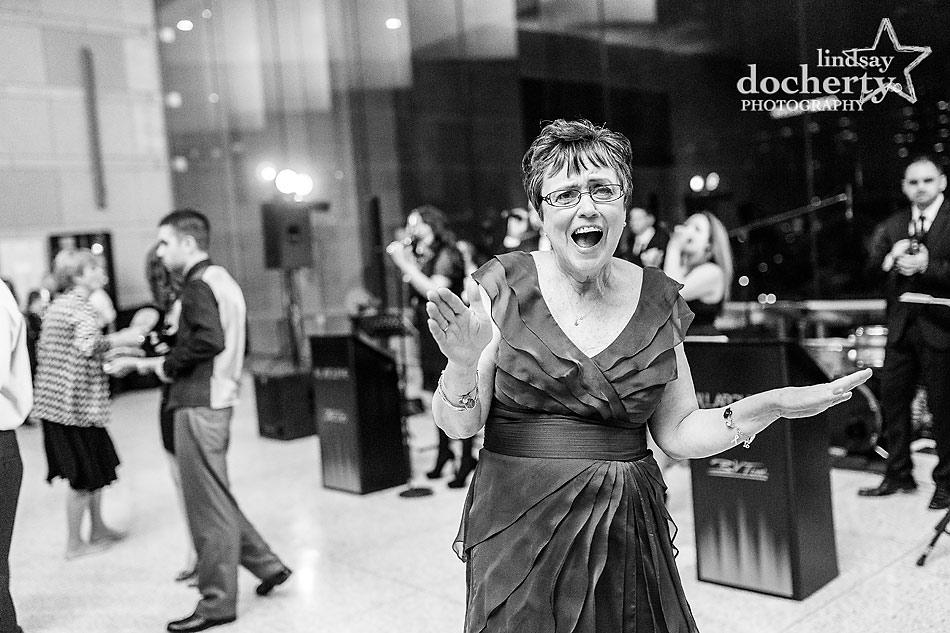 mother-of-bride-singing-at-National-Constitution-Center-wedding-in-Philadelphia