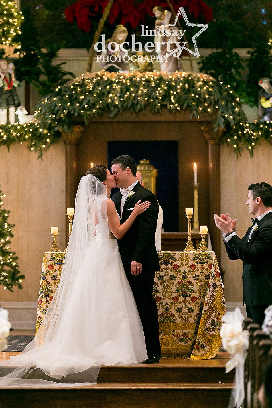 wedding-kiss-at-Philadelphia-Old-St-Marys