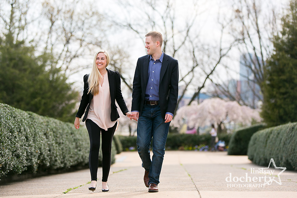 engagement-session-at-Philadelphia-Art-Museum