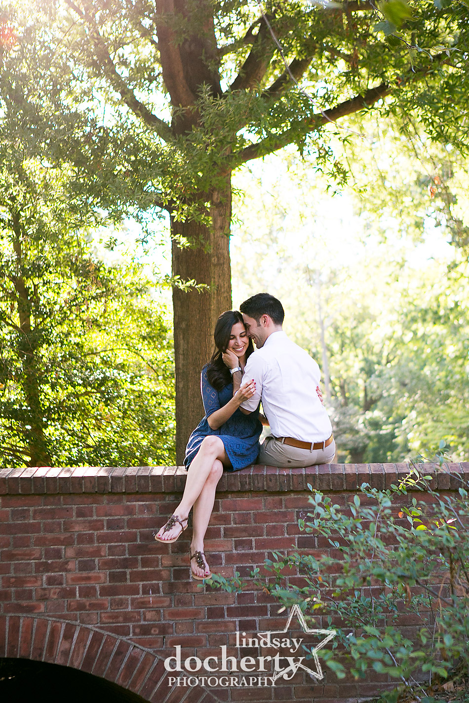 philadelphia-engagement-photo-on-brick-bridge-in-old-city