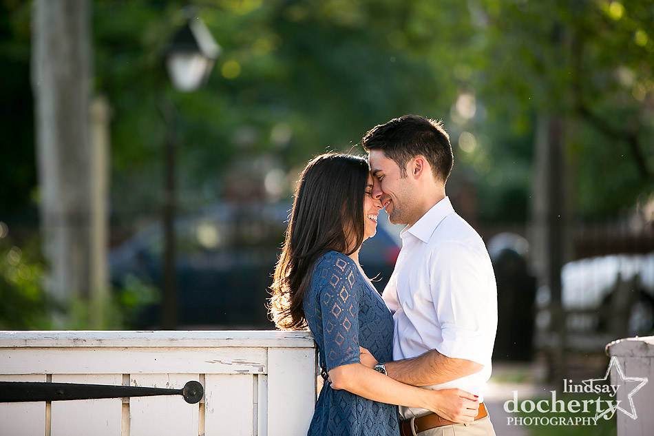 philadelphia-golden-light-engagement-session-in-old-city