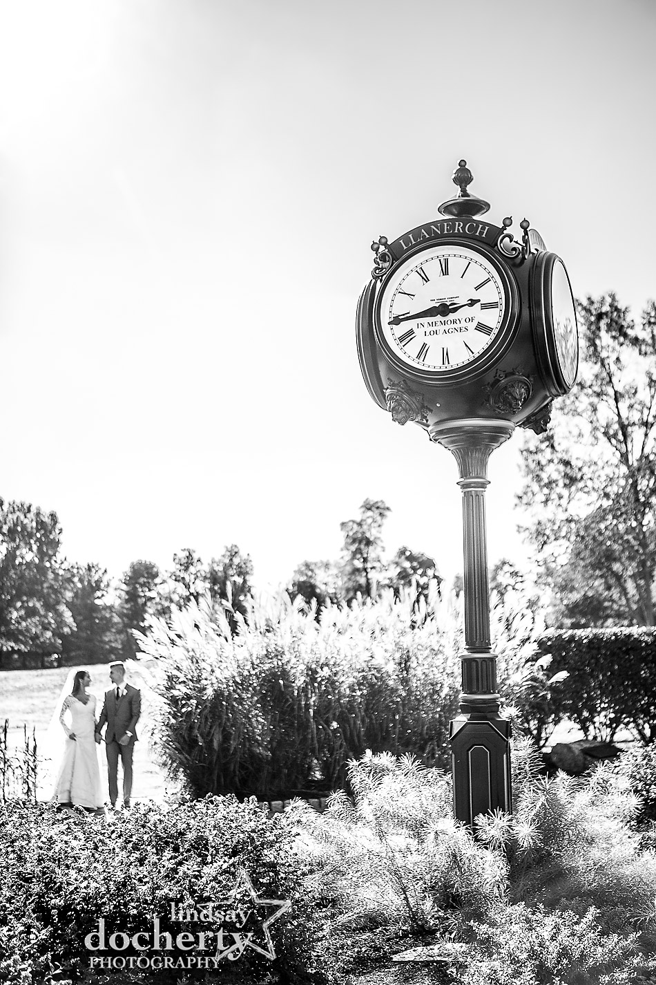 bride and groom outdoor picture at Llanerch Country Club on fall wedding day