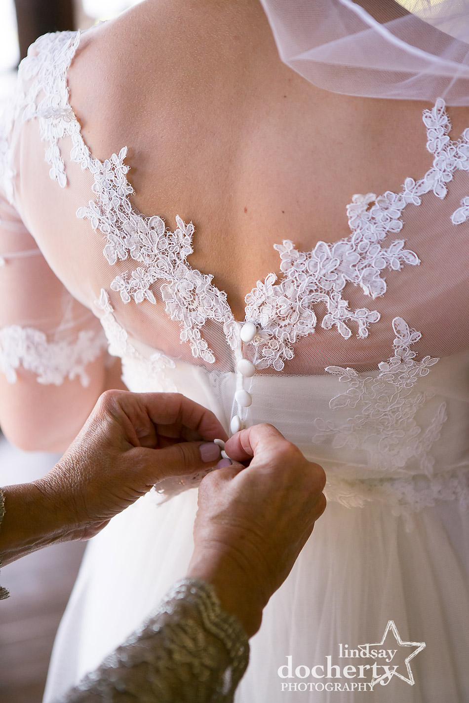 mother-of-bride-buttons-brides-lace-top-wedding-dress