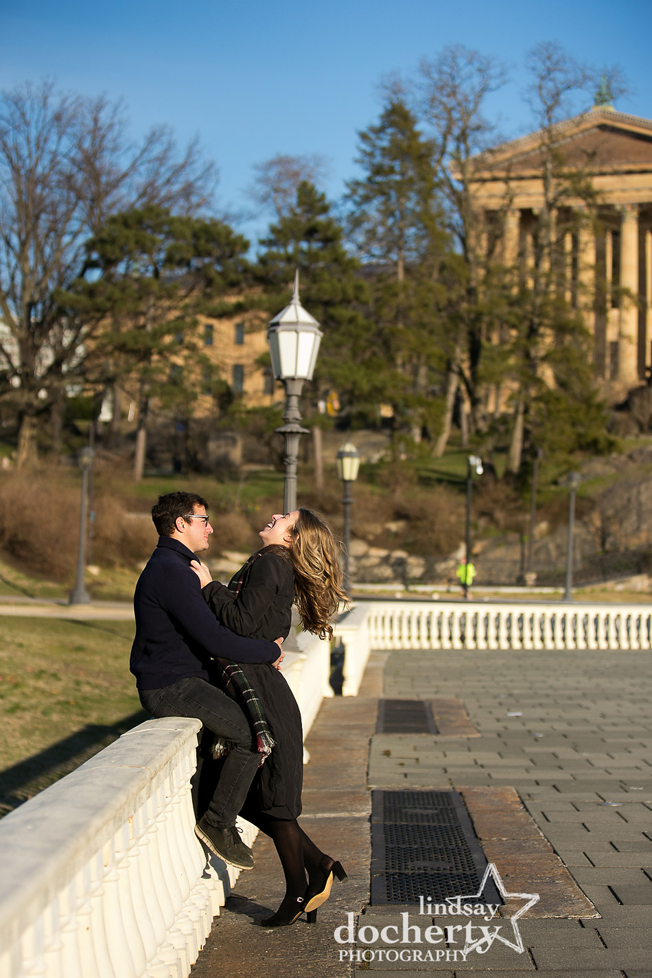 engagement pictures behind Philadelphia Art Museum Waterworks