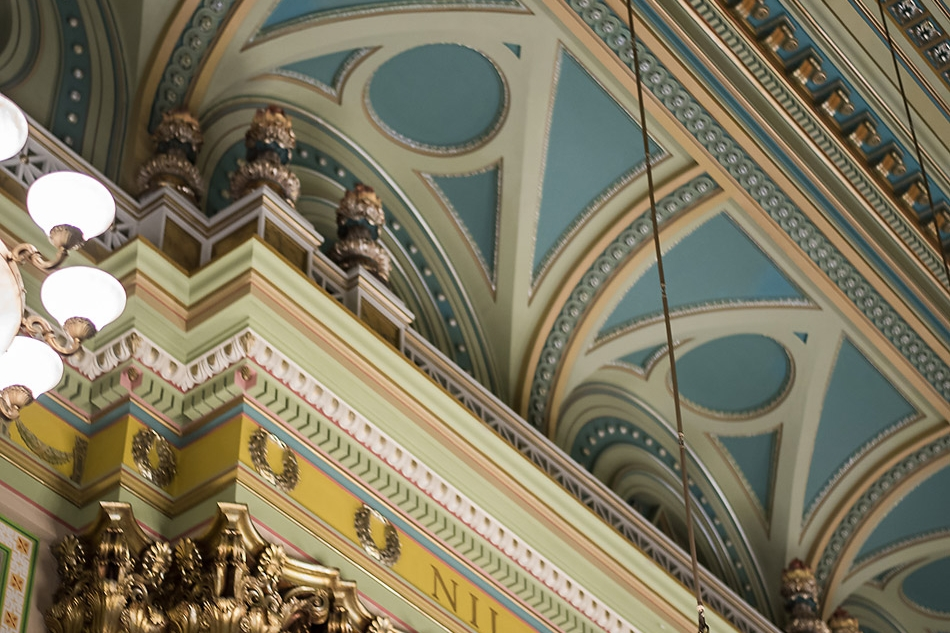 ceiling-and-chandelier-detail-in-Corinthisn-Room-at-One-North-Broad